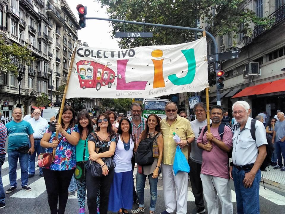 Colectivo LIJ en una marcha contra el 2x1